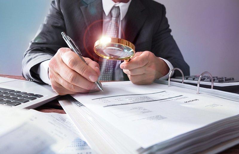 auditorias de contas e contratos
